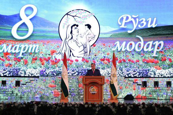 Эмомали Рахмон на торжественном мероприятии в честь Дня матери - Sputnik Таджикистан