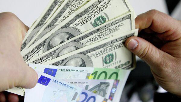 Денежные купюры. Доллары США. Евро. - Sputnik Таджикистан