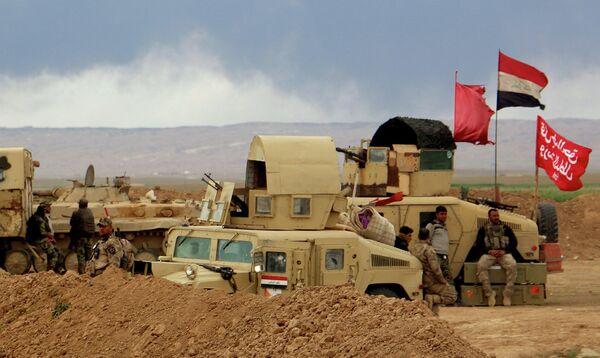 Солдаты иракской армии в районе  Тикрита. Март 2015 года - Sputnik Таджикистан