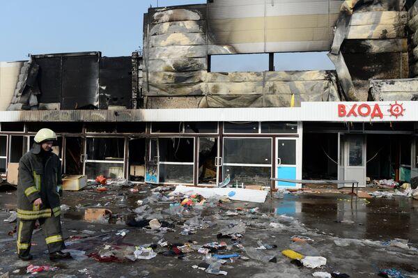 Разбор завалов на месте пожара в казанском торговом центре Адмирал - Sputnik Таджикистан