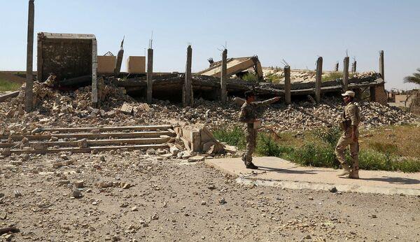 Разрушенное боевиками ИГИЛ место захоронения Саддама Хусейна в окрестностях города Тикрит - Sputnik Таджикистан