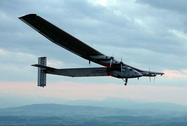 Solar Impulse 2. Акс аз бойгонӣ - Sputnik Тоҷикистон