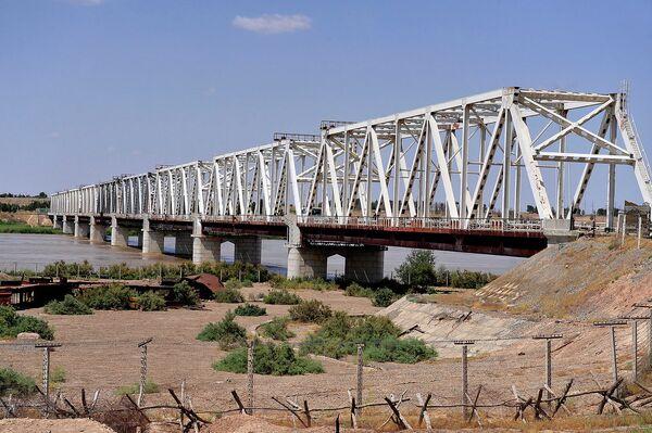 Железнодорожно-автомобильный мост через реку Амударья Хайратон. Архивное фото - Sputnik Таджикистан