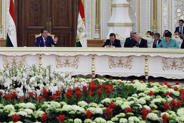 Эмомали Рахмон на встрече с интеллигенций страны 19 марта 2015 года - Sputnik Таджикистан
