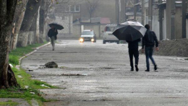 Дождь в Душанбе. Архивное фото - Sputnik Таджикистан