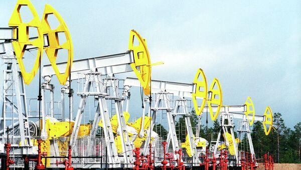Нефтекачалки. Архивное фото - Sputnik Таджикистан