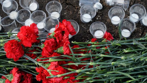 Москвичи скорбят по погибшим в авиакатастрофе на юге Франции - Sputnik Таджикистан