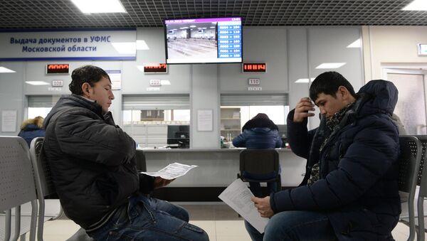 Трудовые мигранты. Архивное фото - Sputnik Таджикистан