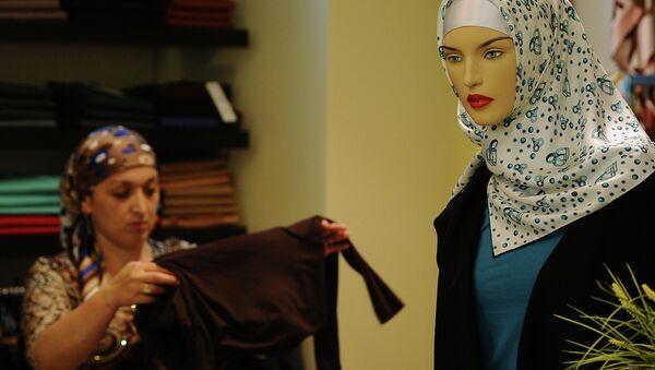 Хиджаб в магазине, архивное фото - Sputnik Таджикистан