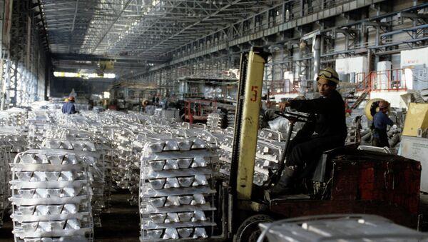 На Таджикском алюминиевом заводе, архивное фото - Sputnik Таджикистан