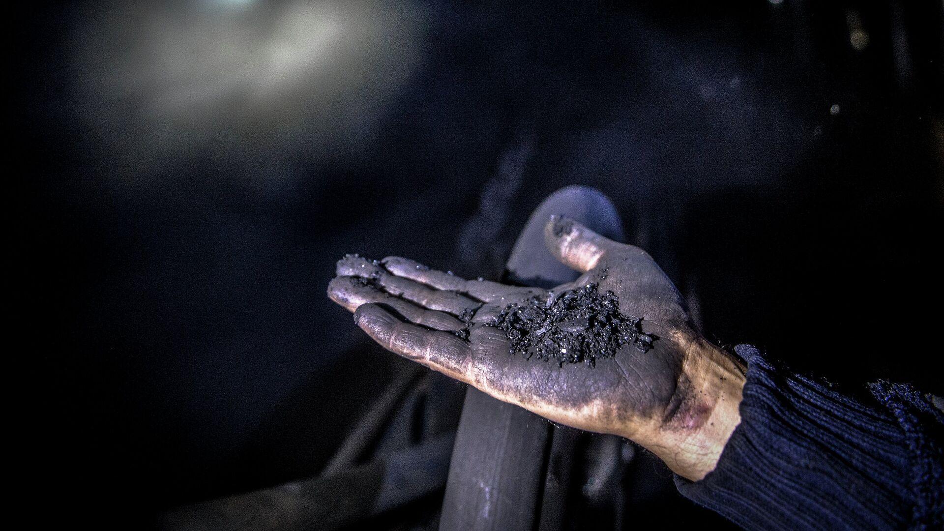 Уголь, архивное фото - Sputnik Тоҷикистон, 1920, 26.07.2021