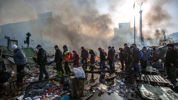 Сторонники оппозиции на площади Независимости в Киеве, где начались столкновения митингующих и сотрудников милиции. Архивное фото - Sputnik Таджикистан