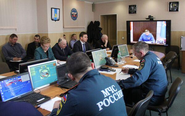 Представители Сахалинской области участвуют в селекторном режиме в заседании Правительственной комиссии по спасательной операции в Охотском море - Sputnik Таджикистан
