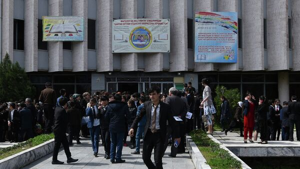 Открытие фестиваля Неделя детской книги в здании Государственной филармонии имени Акашарифа Джураева - Sputnik Таджикистан