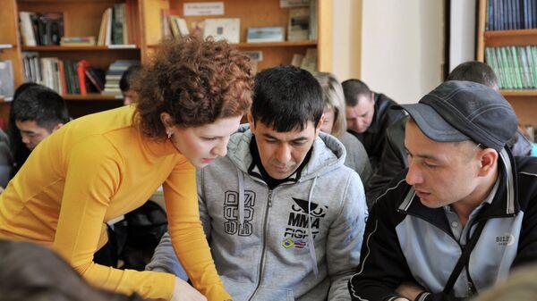 Центр тестирования трудовых мигрантов. Архивное фото - Sputnik Таджикистан