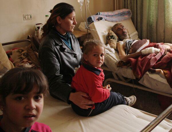 Жители сирийской деревни Мабуджа, пострадавшие от нападения боевиков ИГИЛ - Sputnik Таджикистан