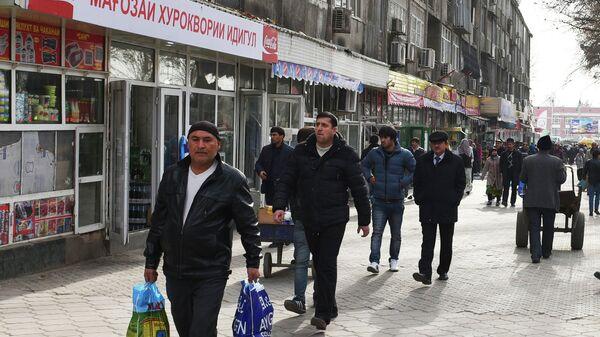Улица с магазинами в Душанбе. Архивное фото - Sputnik Таджикистан