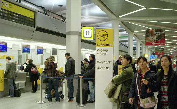 Регистрация пассажиров в аэропорту. Архивное фото - Sputnik Таджикистан