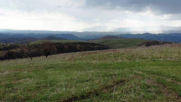 По словам местных жителей в этих холмах Энвер-паша встретил свою смерть - Sputnik Тоҷикистон