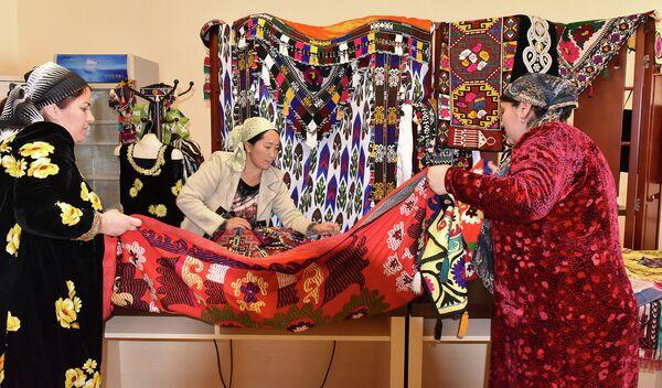 Выставка таджикских ремесленников в отеле Лотус. Архивное фото - Sputnik Таджикистан