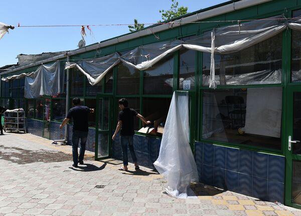 Пустующие торговые ряды на рынке Шохмансур - Sputnik Таджикистан
