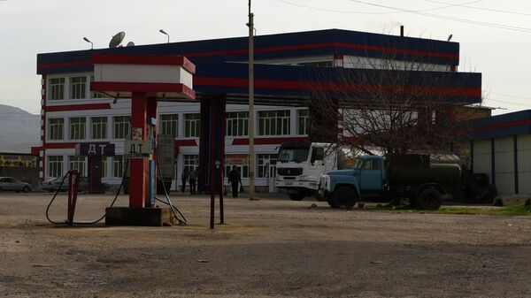 АЗС на дороге Душанбе - Курган-Тюбе. Архивное фото - Sputnik Тоҷикистон