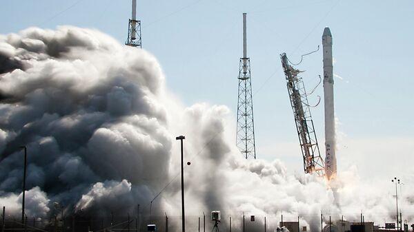 Старт ракеты Falcon 9. Архивное фото - Sputnik Таджикистан