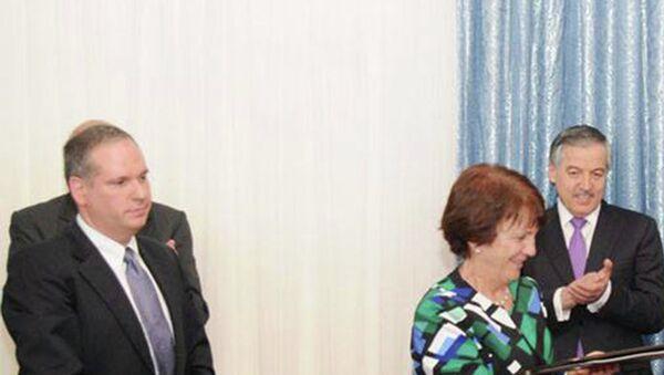 Давлатзода и Эллиот подписали соглашение о налогообложении сотрудников посольства США в РТ. Официальная страница МИД РТ в Facebook - Sputnik Таджикистан