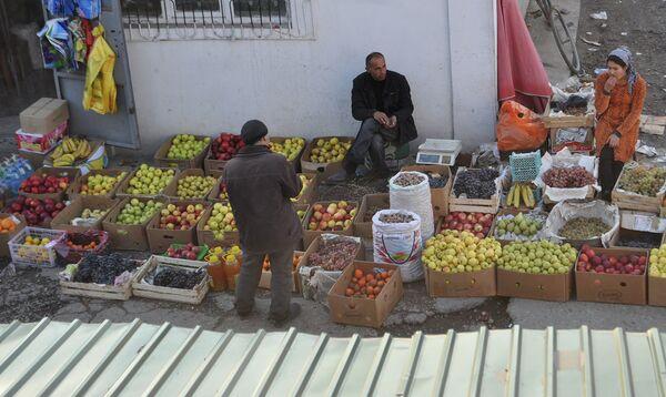 Уличная торговля в Душанбе. Архивное фото - Sputnik Таджикистан