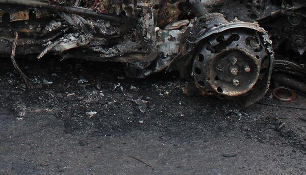 Сгоревший автомобиль. Архивное фото - Sputnik Таджикистан