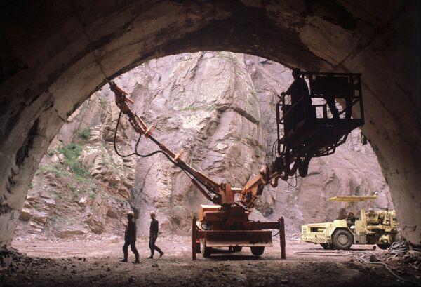 Строительство Рогунской гидроэлектростанции в конце 80-х годов. Архивное фото - Sputnik Таджикистан