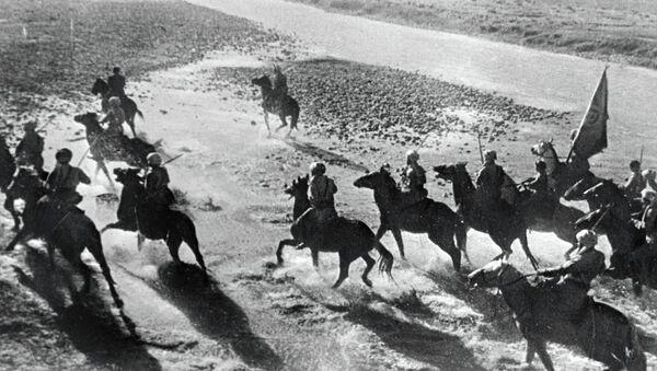 Бойцы из формируемой кавалерийской 61-й дивизии - Sputnik Таджикистан