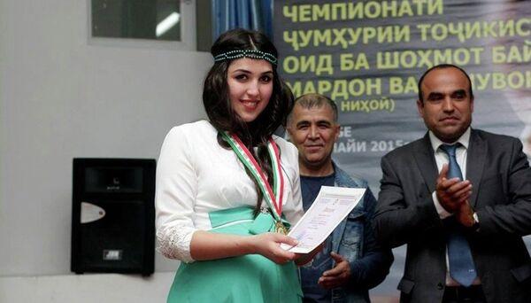 Марвори Насриддинзода - чемпионка республики по шахматам. Официальная страница компании Формула успеха в Facebook - Sputnik Таджикистан