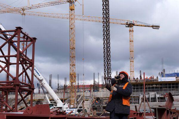 Рабочий во время строительства. Архивное фото - Sputnik Таджикистан