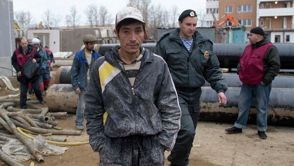 Мигранты на стройке. Архивное фото - Sputnik Таджикистан