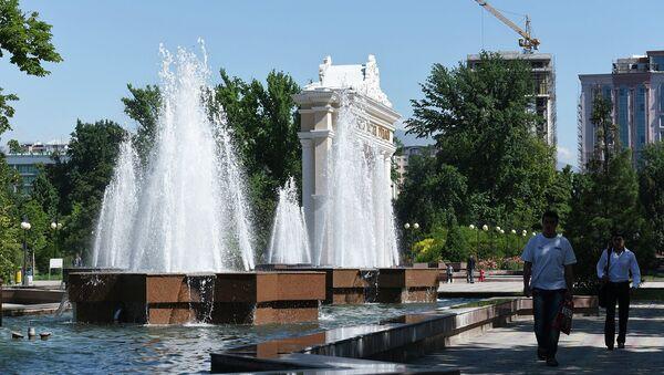 Фонтаны в парке им. Рудаки. Архивное фото - Sputnik Таджикистан