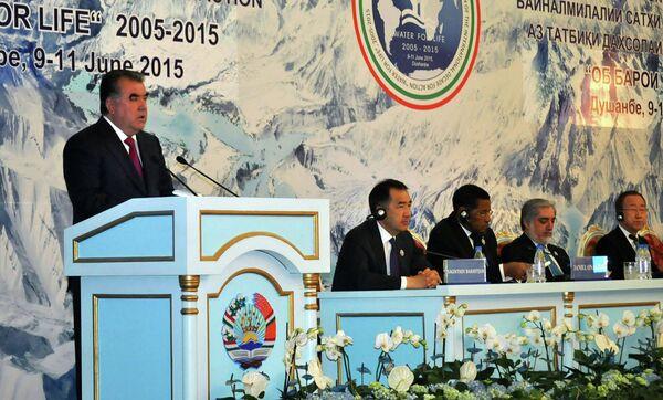 Эмомали Рахмон выступает на Международной конференции высокого уровня по итогам реализации Международного десятилетия Вода для жизни - Sputnik Таджикистан