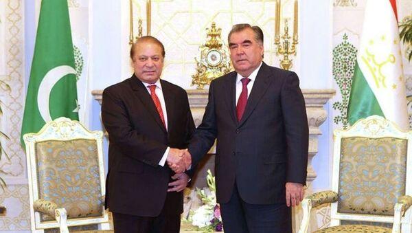 Эмомали Рахмон и Наваз Шариф. Официальная страница пресс-службы президента РТ в Facebook - Sputnik Таджикистан