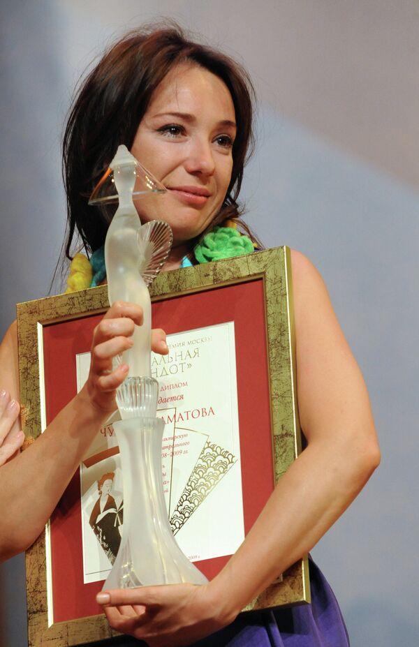 Чулпан Хаматова, удостоенная премии Хрустальная Турандот в номинации Лучшая женская роль - Sputnik Таджикистан