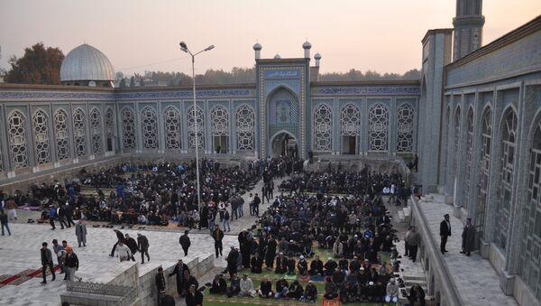 Центральная мечеть города Душанбе имени мавлоно Якуби Чархи. Архивное фото. - Sputnik Таджикистан