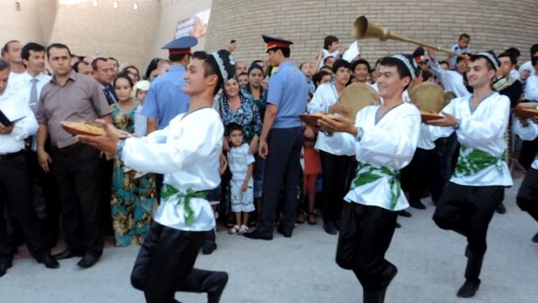 В Худжанде приготовили 80 казанов плова - Sputnik Таджикистан