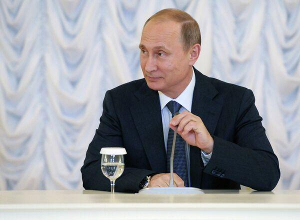 Рабочая поездка президента РФ В.Путина в Санкт-Петербург - Sputnik Таджикистан