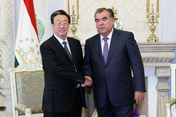 Президент Таджикистана Эмомали Рахмон на встрече с секретарем партийного комитета китайской провинции Хэнань Го Гэнмао - Sputnik Таджикистан