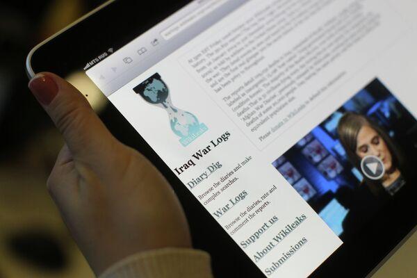 Пользователи интернета читают сайт WikiLeaks - Sputnik Таджикистан