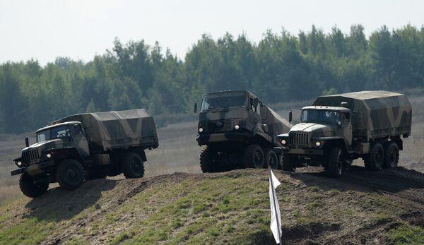 Автомобили Урал военного назначения. Архивное фото - Sputnik Таджикистан