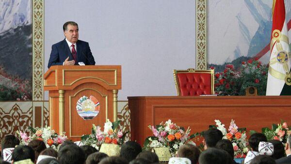 Эмомали Рахмон на встрече со студентами Таджикистана. 26 июня 2015 года - Sputnik Таджикистан