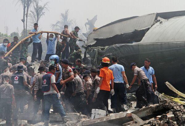 Последствия крушения военно-транспортного самолета в Индонезии. 30 июня 2015 года - Sputnik Таджикистан