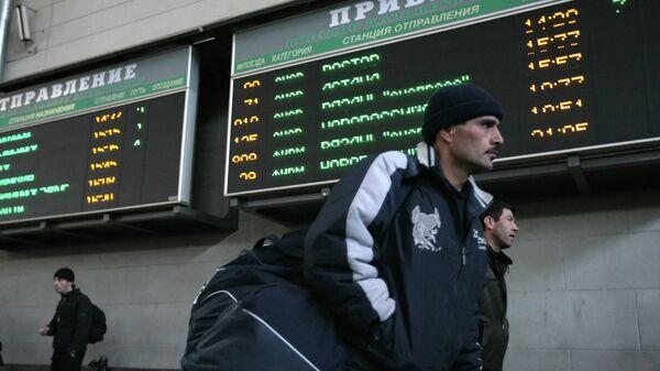 Архивное фото граждан Центральной Азии в московском аэропорту - Sputnik Таджикистан