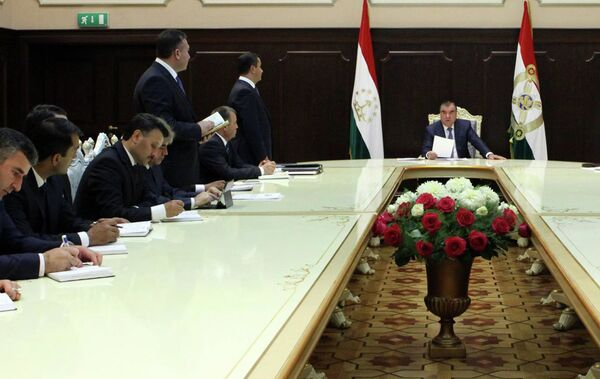 Эмомали Рахмон на встрече с новыми кадрами республики. Архивное фото - Sputnik Таджикистан