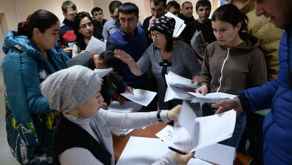 Мигранты, архивное фото - Sputnik Таджикистан